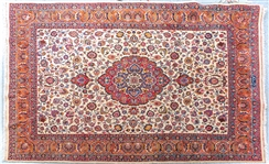20th C. PERSIAN RUG WITH FLORAL DESIGN