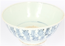 18TH CENTURY CHINESE BLUE AND WHITE PORCELAIN BOWL
