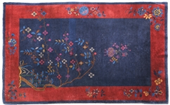 MID-CENTURY CHINESE RUG WITH FLOWER DESIGN