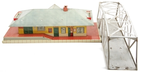 LIONEL TOY TRAIN BRIDGE & TRAIN STATION MODELS